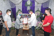 FDW Melayat dan Berikan Santunan  Keluarga Berduka di Desa Pinaesaan