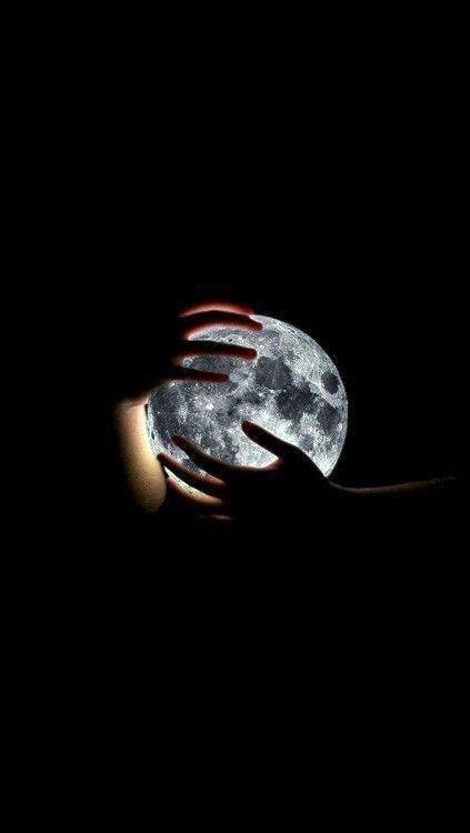 Ôm trọn mặt trăng