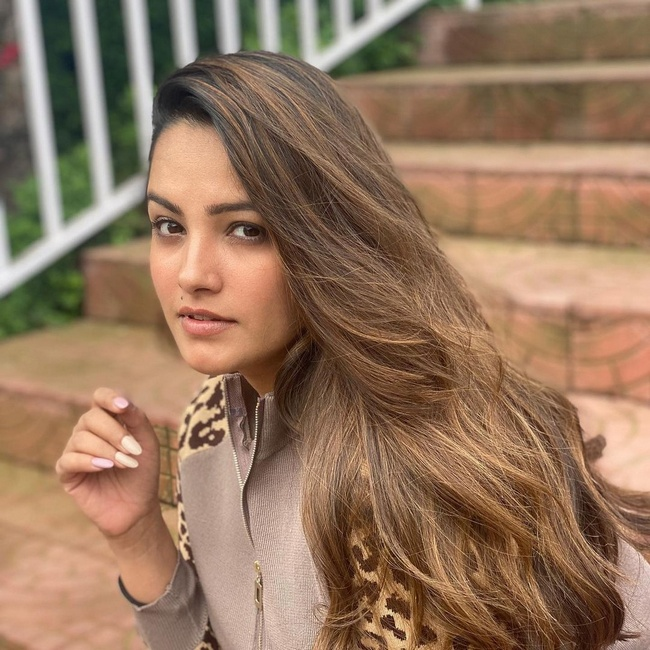 Actress Gallery: Anita Hassanandani is Cute Looks Pictures