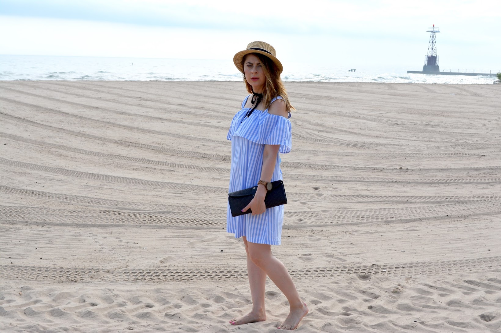 Chicago blogger, Chicago style blogger, bloguera de estilo, Latina blogger, bloguera latina, SheIn Multicolor Striped Cold Shoulder Ruffle Shift Dress, striped cold shoulder dress, Foster beach Chicago, Chicago beaches, summer style, estilo verano, vestido hombros descubiertos, vestido a rayas sin mangas, straw boater hat, lace-up wedges, Forever 21 chokers, gargantillas de Forever 21, Kate Spade straw clutch, Jord Wood Watch, Frankie and Ash wood watch, Wet Seal wedges, SheIn dress, SheIn blogger, playas de Chicago, veranos por la playa, Lake Michigan beaches, playas por el Lago Michigan, relojes de madera, Mixed Co. salon, Mixed Co. balyage, beachside cold shoulder dresses, vestidos hombros al aire,