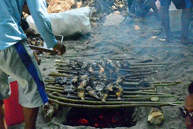 Ikan bakar untuk wisatawan