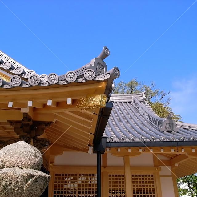 奈良県田原本町 津島神社 祇園神社 拝殿向拝の隅木飾り金具