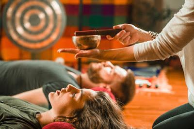 Ses Banyosu Nedir ? Ses Banyosu İle Meditasyon Nasıl Yapılır ? Müzik Dinlemenin Psikolojik Yararları Nasıl Olabilir?