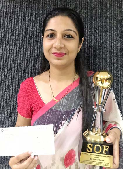Manharma's teacher, Darhini Sharma got Best District Teacher Award