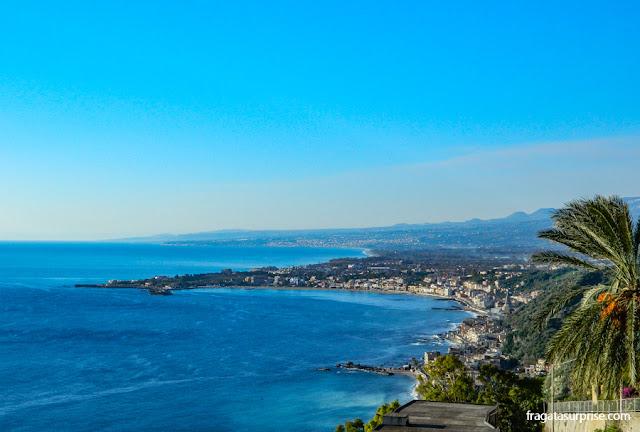 Vista para o mar em Taormina, Sicília