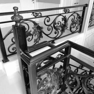 8 Gambar Railing Balkon Klasik (Cocok Untuk Rumah Minimalis)