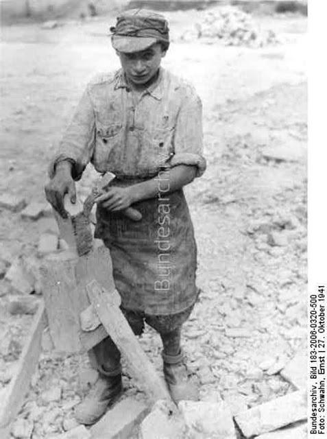 Jewish laborer in Poznan, 27 October 1941 worldwartwo.filminspector.com