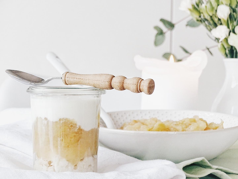 Cremiges Schichtdessert mit selbstgekochtem Apfelkompott - 7 DIY-Nachmach-Ideen, Deko-Inspirationen und Rezepte für den Oktober - www.mammilade.blogspot.de
