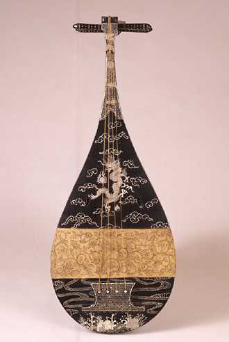 SPECIAL GALLERIES ..... DARUMA MUSEUM (03): Biwa lute