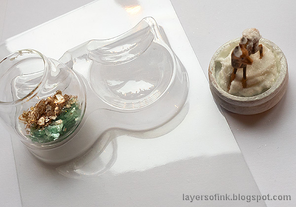 Layers of ink - Christmas Forest with Snowglobe Tutorial by Anna-Karin Evaldsson. Add mica to the snowglobe.