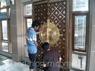 pintu nabawi - kerajinan tembaga dan kuningan