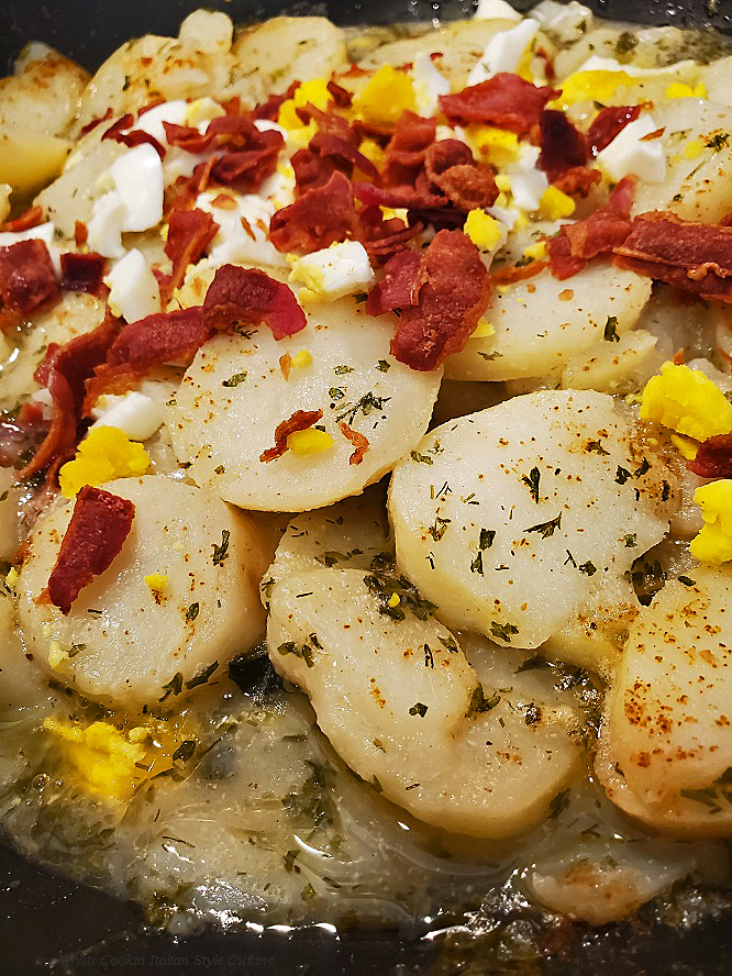 This is a warm potato salad with bacon, boiled egg and dill called German potato Salad