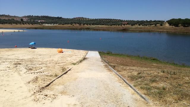 Acesso de rampa á água para barcos