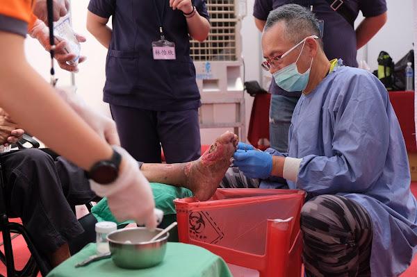 員榮傷口治療團隊把愛傳出去 雙十國慶溪州公園義診