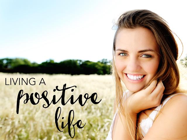 كيف تعيش بشكل إيجابي وتحيا حياة إيجابية أكثر سعادة ؟