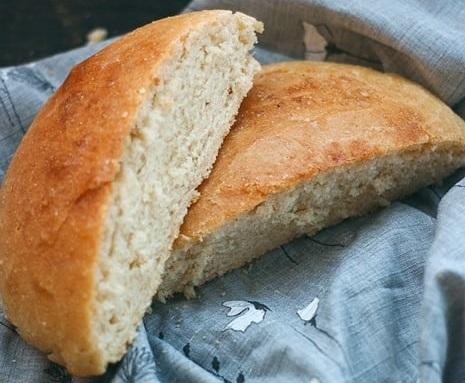 Хрустящий и воздушный хлеб из манки: доступный рецепт