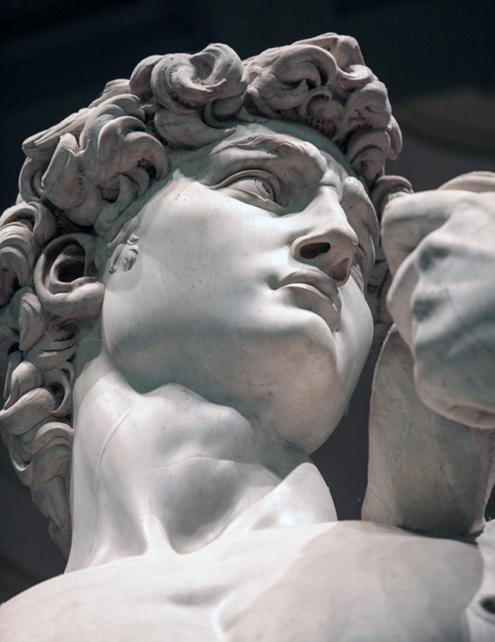 Fotografía en blanco y negro de detalle del rostro de El David de Miguel Ángel Buonarroti en la Galería de la Academia de Florencia, Italia