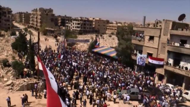 Miles de civiles sirios vuelven a sus hogares cerca de Damasco