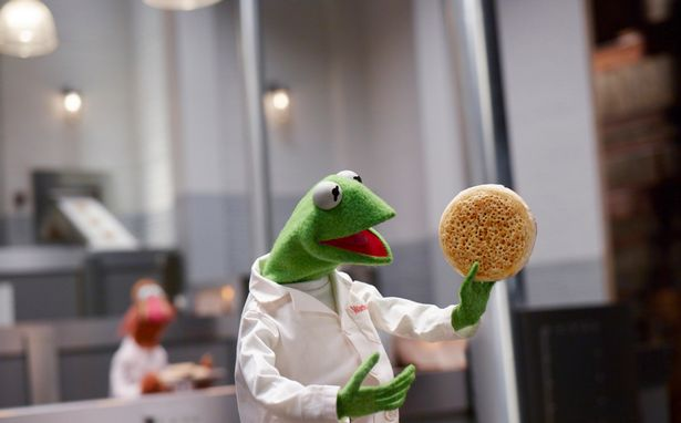 The Muppets and Jonathan Warburton Star In This two-minute Extravaganza The Giant Crumpet Show Advert