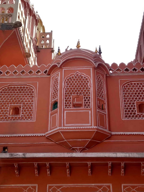 hawa-mahal-jaipur-tourist-place-near-me -history&guidance-in-hindi-things-to-do-visiting-timing-entry-fee