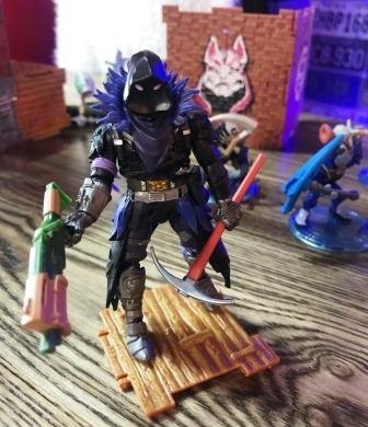 Fortnite Battle Royale figurine called Raven