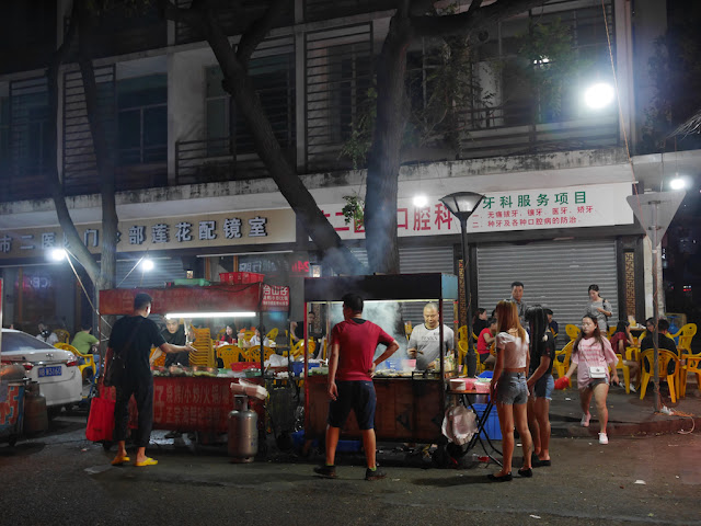 street food vendors at night on Lianhua Road in Zhuhai