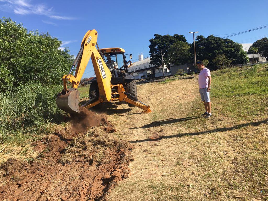 Prefeitura realiza obras em travessia da linha férrea a pedido de ... e69f58d05f61e