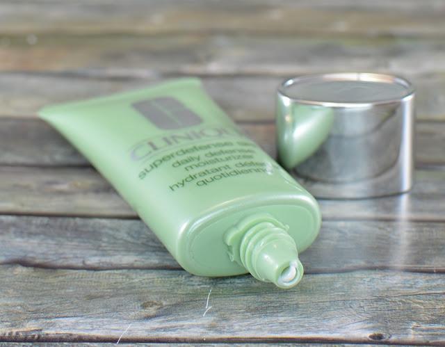 Clinique superdefense SPF 20 daily defense moisturizer geöffnet