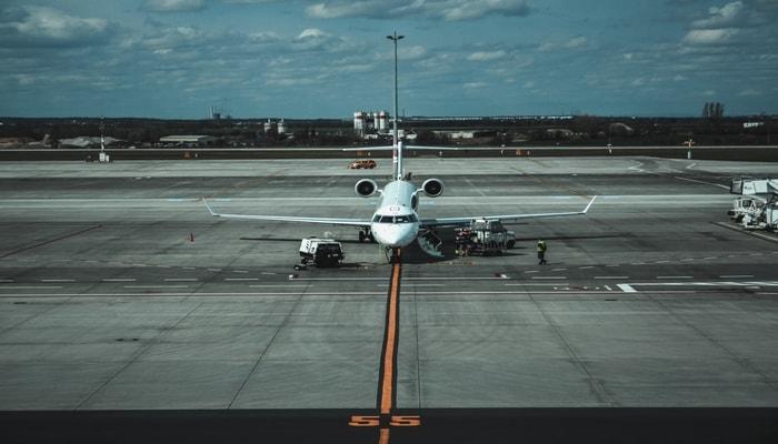 Cara Menjadi Tukang Parkir Pesawat Marshaller