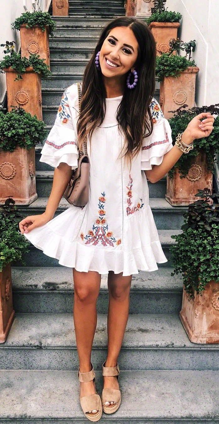 cool summer outfit_white embroidered dress + platform sandals + bag