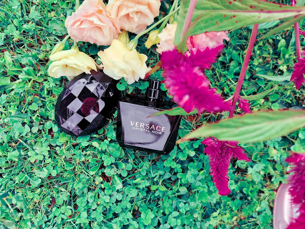 Skvost z dielne Versace Crystal Noir
