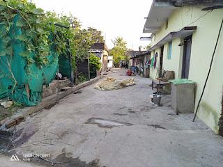 परसोडा में सड़क तो बनी, नाली गायब, खुले में शौच जा रहे पंचायत के ग्रामीण