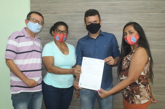 Prefeito Juninho Alves anuncia antecipação do terço de férias junto com a folha de pagamento de janeiro em Caraúbas