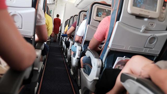 Похотливые дебоширы грозили убить пассажирку в самолете Дубай — Петербург