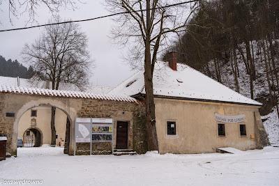 Czerwony Klasztor (Słowacja), Karczma pod lipami w kompleksie budynków dawnego klasztoru kartuzów