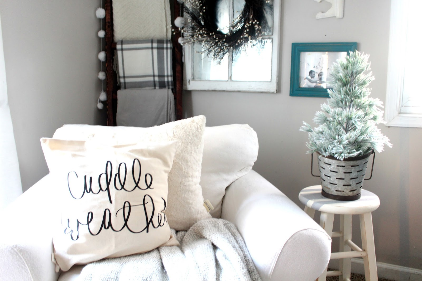 Farmhouse Glam Living Room Best Color For Walls 2017 Cozy Neutral Christmas Decor The