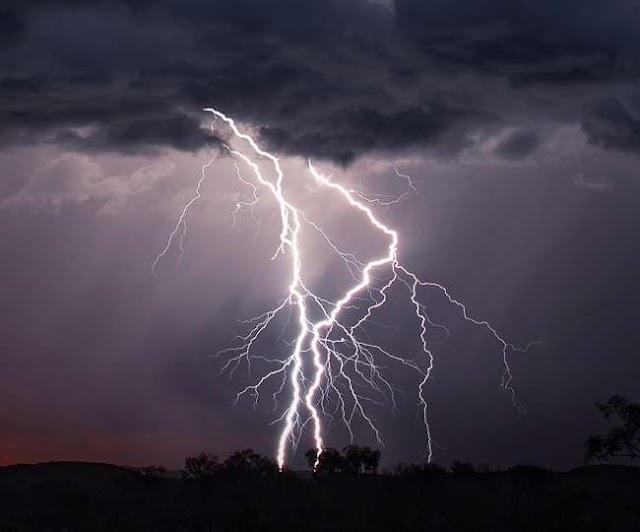 Weather Update: बिहार, झारखंड में तेज हवा के साथ बारिश का अलर्ट, असम के लिए आज का दिन भारी