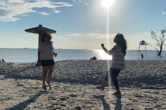 Dancing Under The Sunset di Pantai Viovio