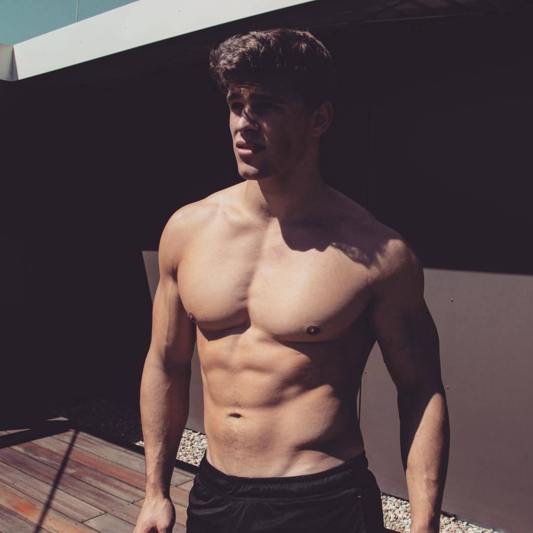 hot-young-shirtless-guys-big-pecs