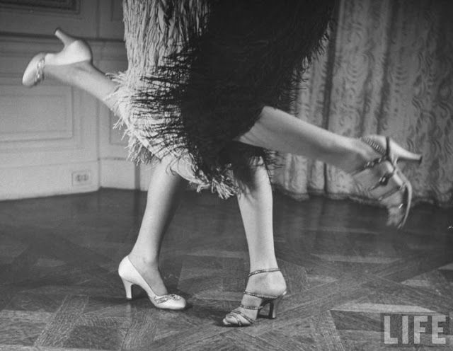 22 Fabulous Vintage Photos Of Shoes And Hosiery Fashions