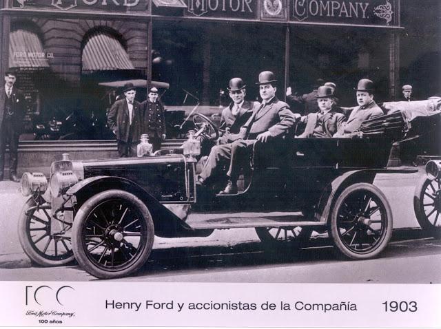 Henry-Ford-y- accionistas-de-la-Compañía