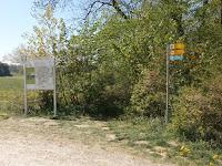 Informationstafel zur Höhenrunde (Löwenpfade) auf dem Wanderparkplatz Schonterhöhe bei Bad Ditzenbach