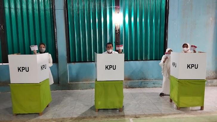 Nyoblos di TPS 01 Koto Tuo Tanah Kampung, Wako AJB : Ciptakan Pilwako yang Aman, Damai dan Sejuk