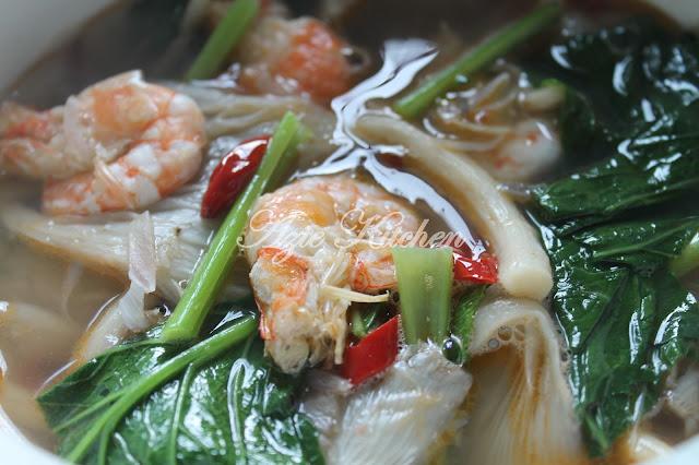 Sup Cendawan Tiram Dengan Sayur Sawi