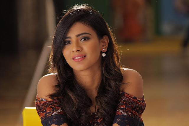 Hebah Patel Latest HD Stills Looking Cute Actress Trend