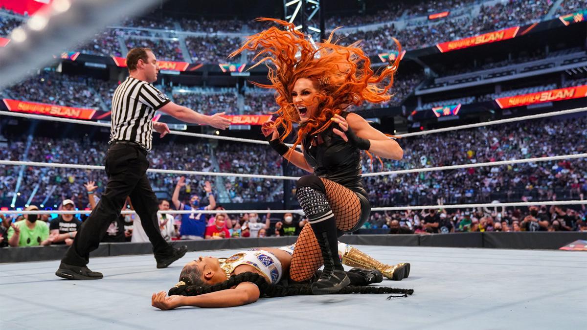 """Becky Lynch pediu permissão para The Rock para usar variação do """"Rock Bottom"""" no WWE SummerSlam"""