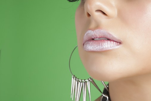Here's How You Can Tell if Lip Injections Are Right for You