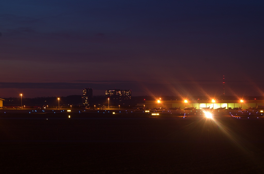 #143 Perfex f3.5 75mm - Stuttgarter Flughafen bei Nacht (2)