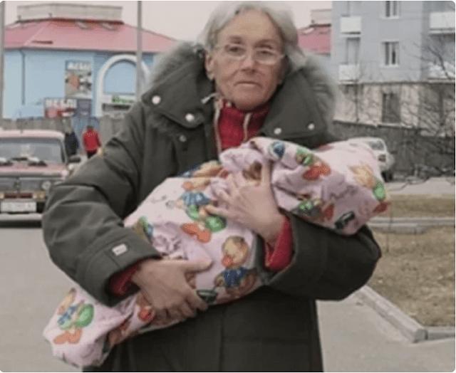 Она родила первого ребенка в 65 лет. Как живет Валентина и ее дочь 10 лет спустя