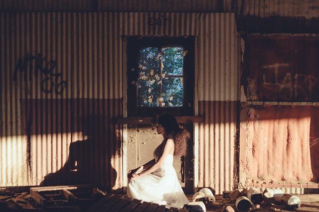 Mulher Abandonada Pensando Na Simpatia Para o Amor Voltar